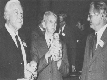 Provst Exner (i midten) modtog Naturfredningsprisen for sin store indsats for DN