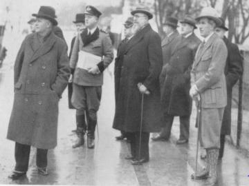 Statsminister Thorvald Stauning og Erick Struckmann, formand i DN, på inspektion langs Strandvejen, Foto: DN