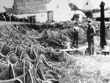Billede fra tjærepladsen i Gjøl, ca. 1920